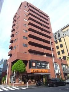 【外観】1階にコンビニエンスストア☆「神泉」「渋谷」「代官山」の3駅が利用可能です!