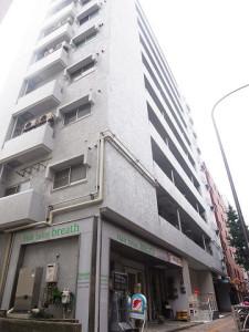 【外観】幡ヶ谷駅徒歩3分の好立地!首都高に面した10階建てマンションです♪