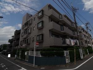 【外観】外壁タイル貼りの重厚感あるマンションです♪