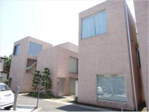 【外観】ルーブル美術館ランス別館を手がけた建築家妹島和世による設計