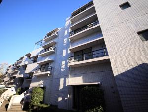 【外観】「ときわ台」駅徒歩8分に立地したオートロック付マンション!