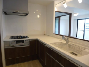 【キッチン】L字型キッチンなおかつリビングが見渡せる設計です