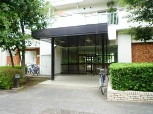 【エントランス】東京メトロ有楽町線・副都心線「地下鉄赤塚」駅徒歩8分の好立地です。