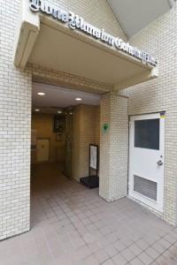 【エントランス】東京メトロ有楽町線「護国寺」駅徒歩1分!