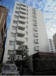 【外観】白い外観の鉄筋コンクリート造・11階建/6階部分。