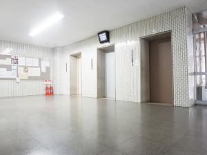 【共用部分】エレベーターは3基設置されています。